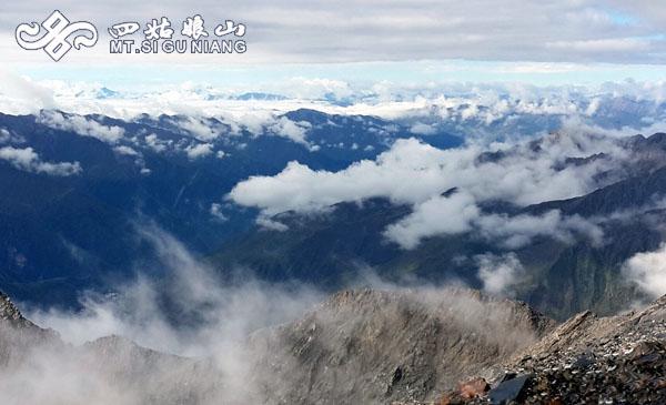 顶峰看吧_从四姑娘山顶峰往下看,我看到了全世界 - 四姑娘山景区官方网站